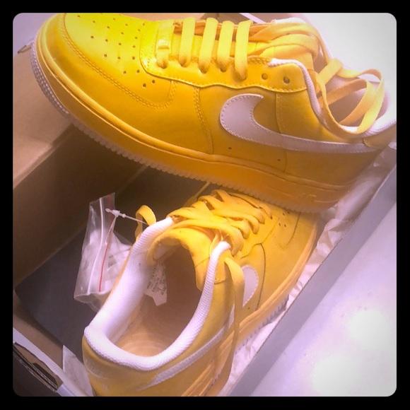 56766c2ca443 Varsity maze yellow Air Force 1